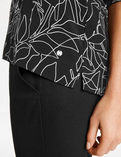 3/4-sleeve top with an art print