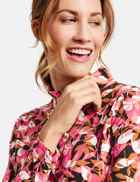 Long sleeve top with a stand-up collar