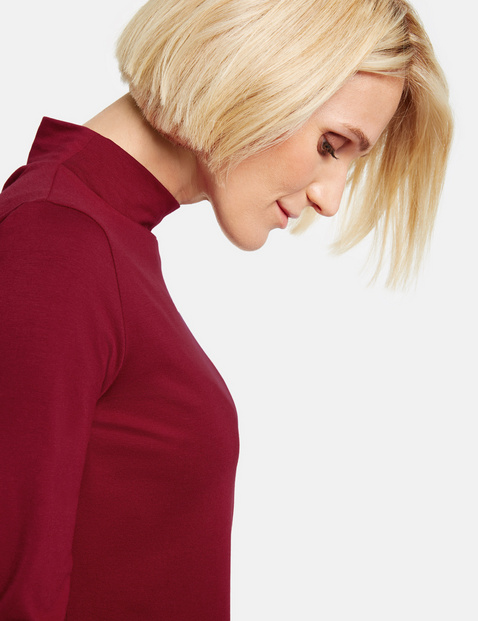 Turtleneck top with long sleeves