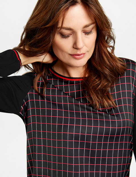 Long sleeve top with a checked front
