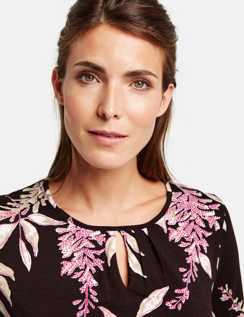 Long sleeve top with a floral pattern