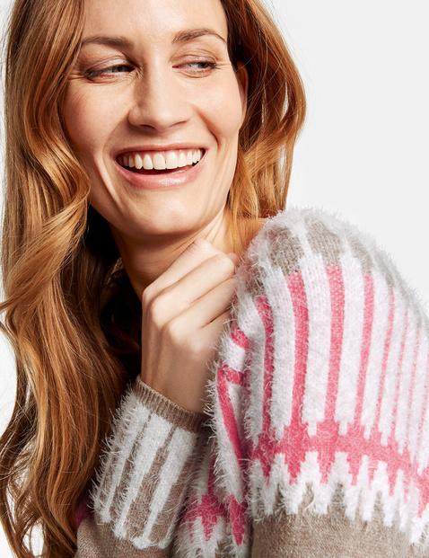 Sweter z intarsjami