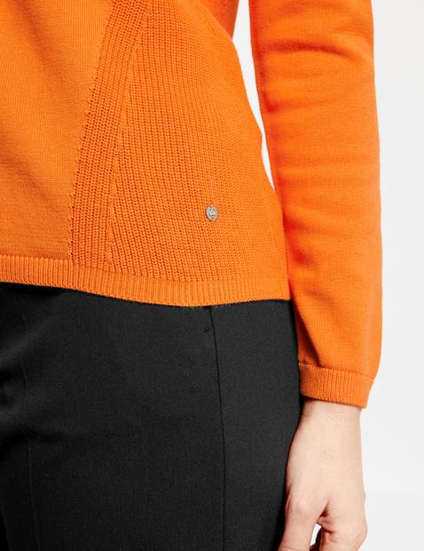 Sweter z różnymi fakturami