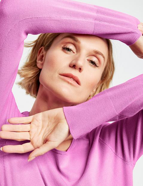Sweter z asymetrycznym przodem