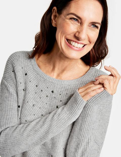 Sweter z aplikacjami z kamyczków