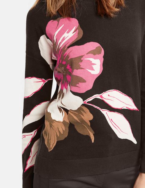 Pullover mit großer Blüte