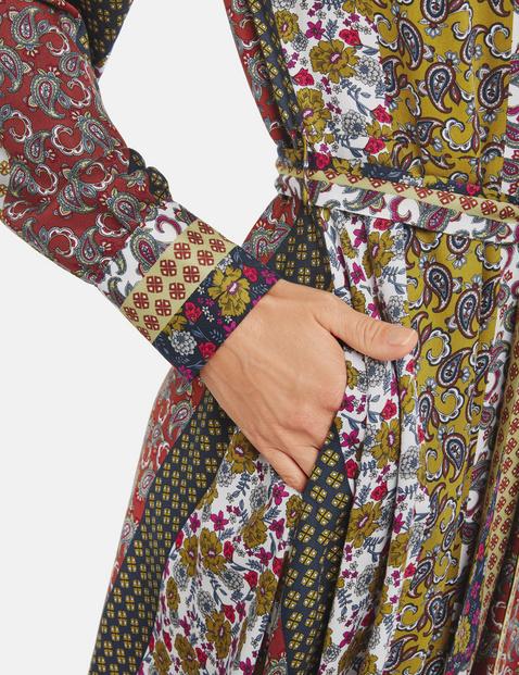 Dress with an asymmetric hem