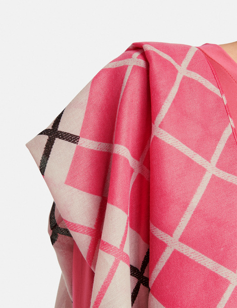 Scarf with a check patch