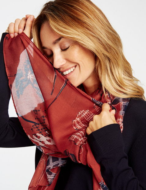 Scarf with an all-over pattern
