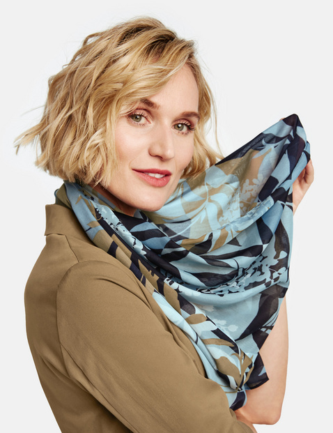 Scarf with a panelled pattern