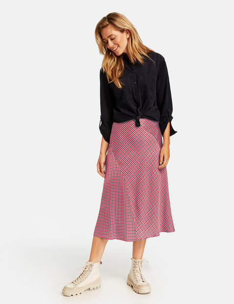 Skirt with a minimalist pattern