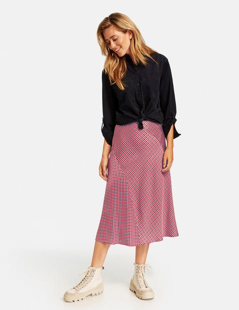 Skirt with a minimalist pattern