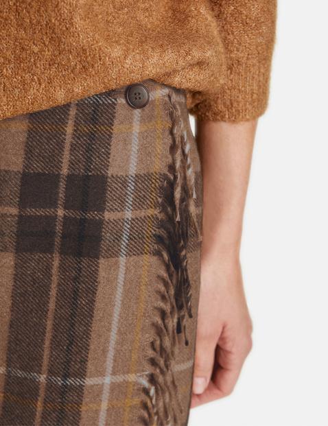 Skirt with fringing
