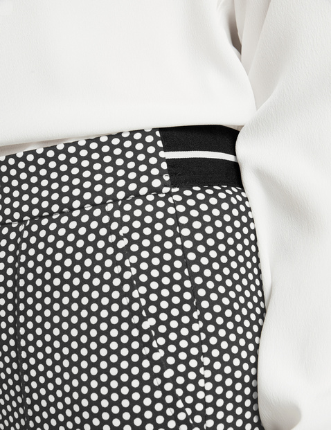 Trousers with mini dots