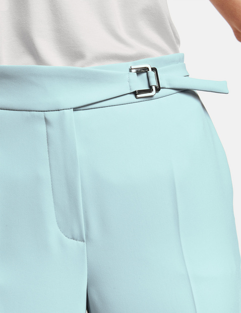 3/4-length trousers with a decorative belt