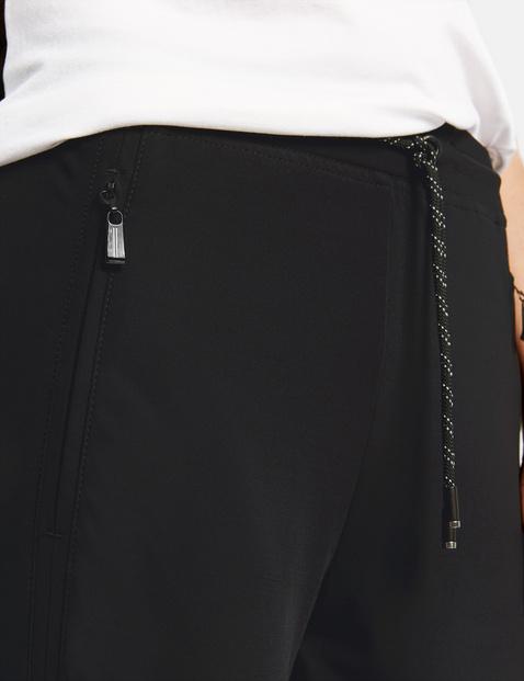 Spodnie joggingowe z ozdobnym stębnowaniem