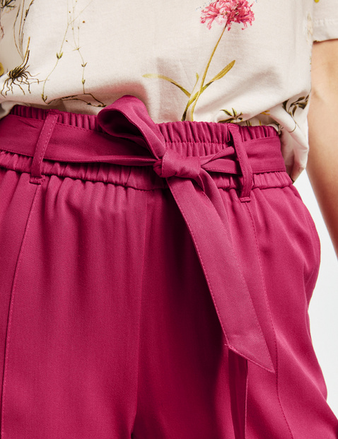 Light and airy 7/8-length trousers