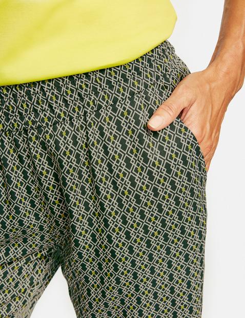 Nieformalne spodnie z krótszą nogawką