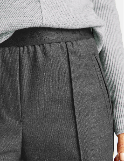 Culottes with a vertical dividing seam
