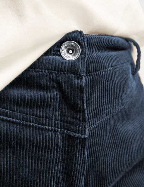 7/8-length corduroy trousers in a loose fit