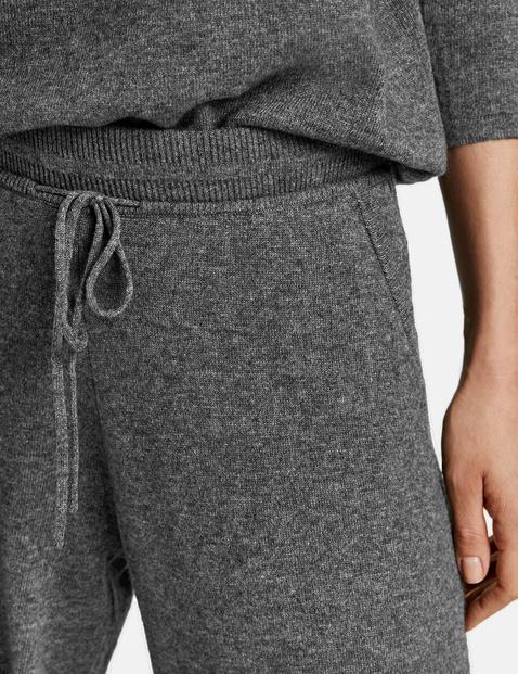 Fine knit trousers