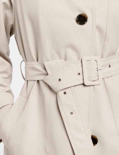 Krótki płaszcz z tworzywa sztucznego pochodzącego z recyklingu