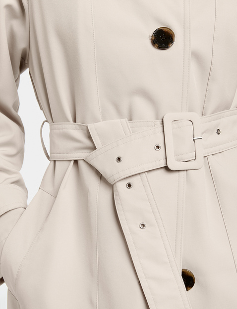 Short coat made of recycled plastic