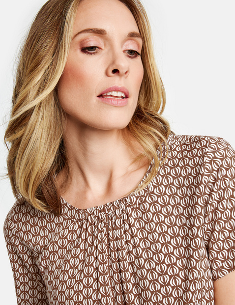 1/2-sleeve blouse with a fine pattern