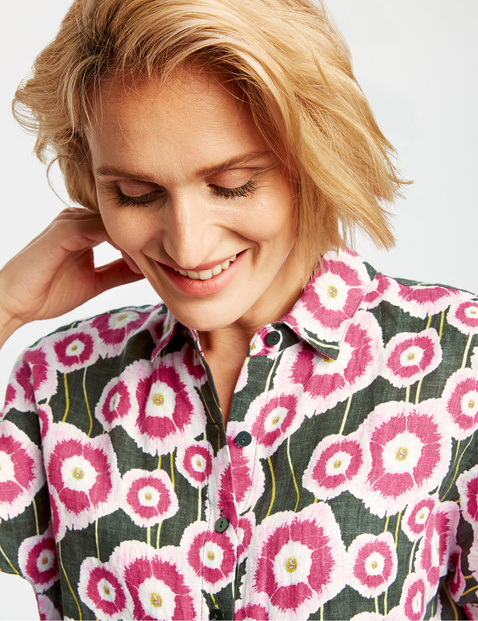 Mid-length sleeve blouse with a floral pattern
