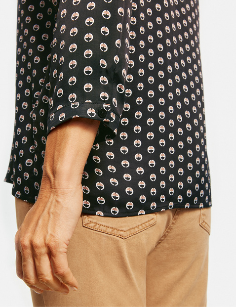 3/4-length sleeve blouse with a spot print