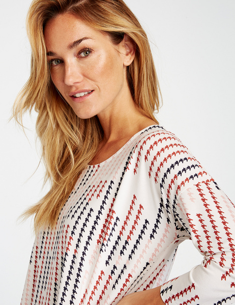 3/4-sleeve top with houndstooth pattern