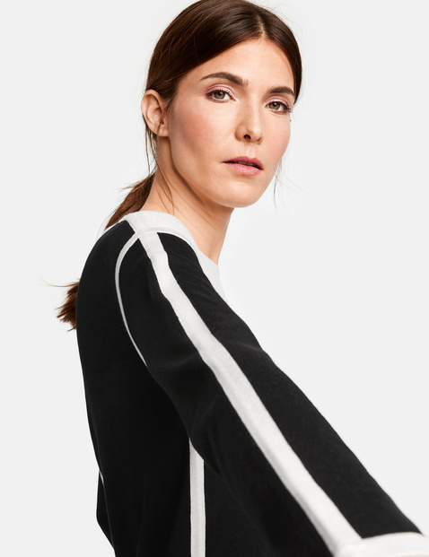 Pullover im Kontrastlook