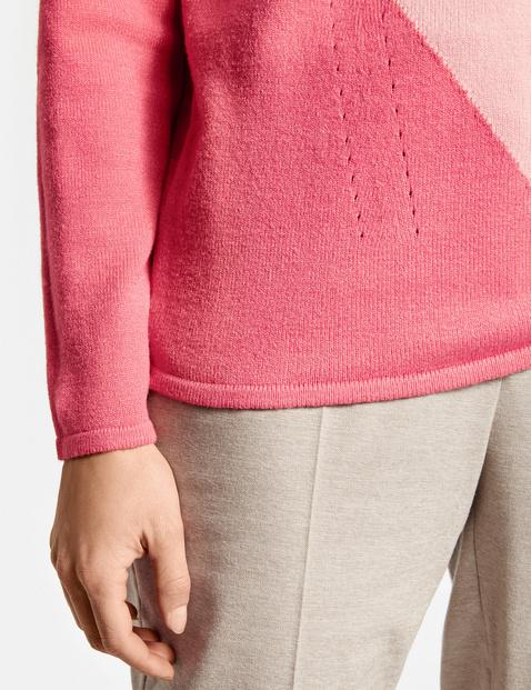 Sweter z kolorową wstawką