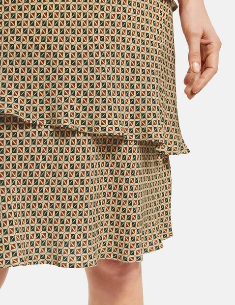 Gemustertes Kleid mit Stufen