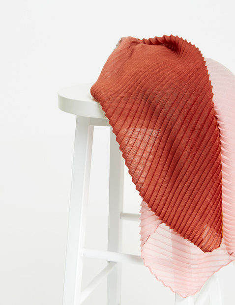 Scarf with pleats