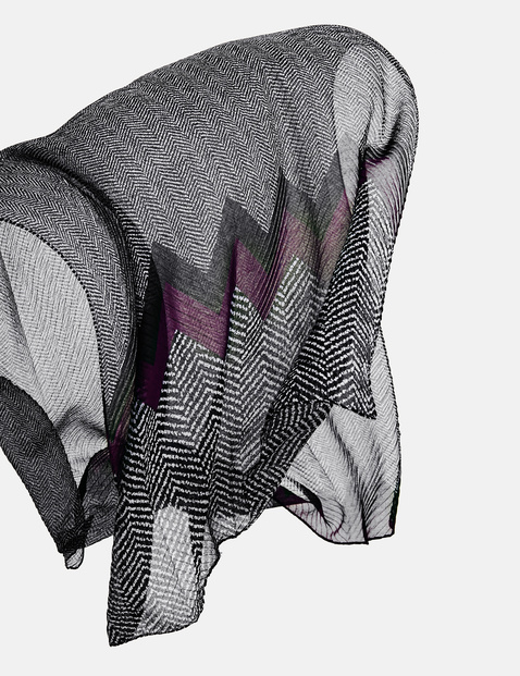 Scarf with a zigzag pattern