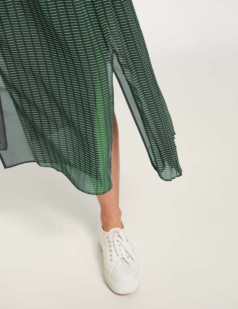 Pleated skirt with a graphic pattern