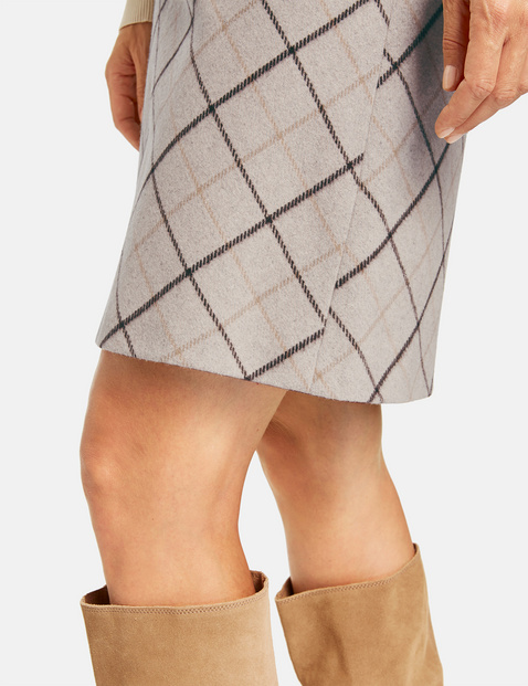 Skirt with a diagonal check pattern