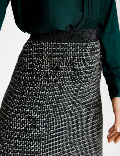 Slim-fitting skirt
