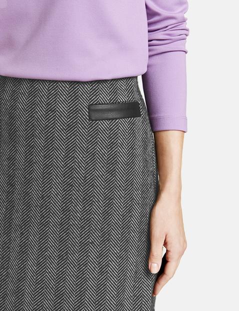 Skirt with a herringbone pattern