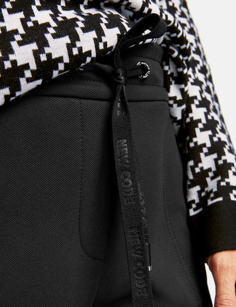 Tracksuit bottoms with dividing seams
