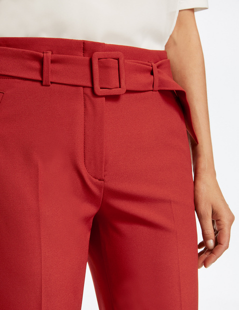 7/8-length trousers with a wide belt