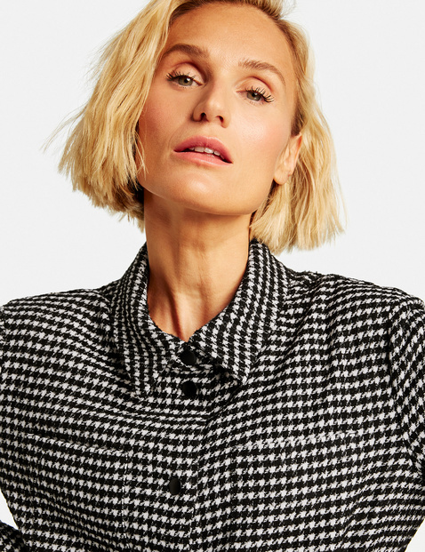 Blouse jacket with a houndstooth pattern