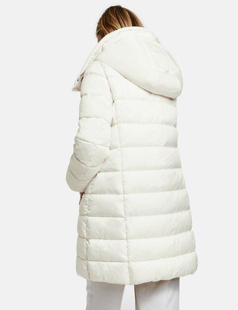 Pikowany płaszcz z puchowym wypełnieniem