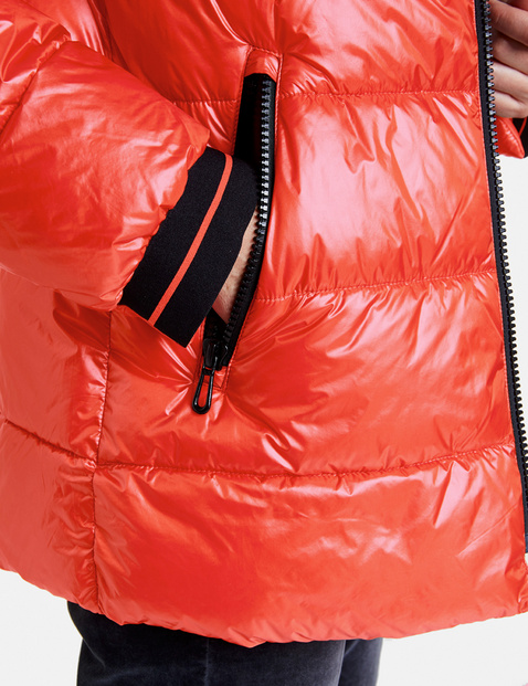 Quilted jacket with a sheen