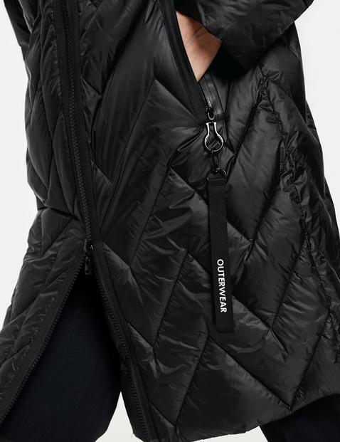 Short coat with zigzag quilting