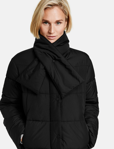 Jacket with a fashionable collar