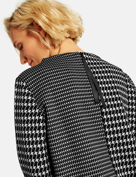 Jumper with a houndstooth pattern