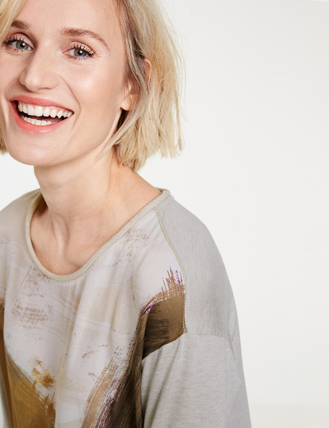Top with 3/4-length sleeves and a panelled pattern