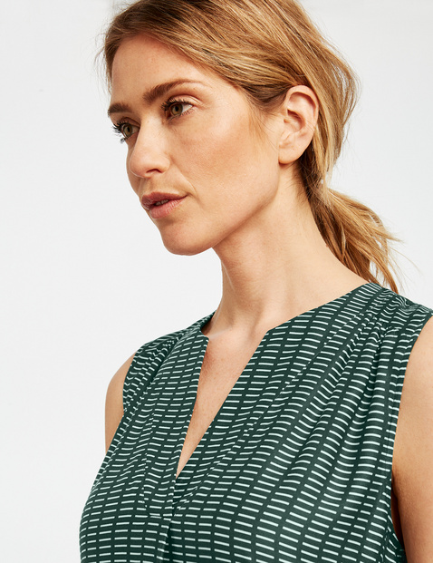 Dress with a graphic pattern